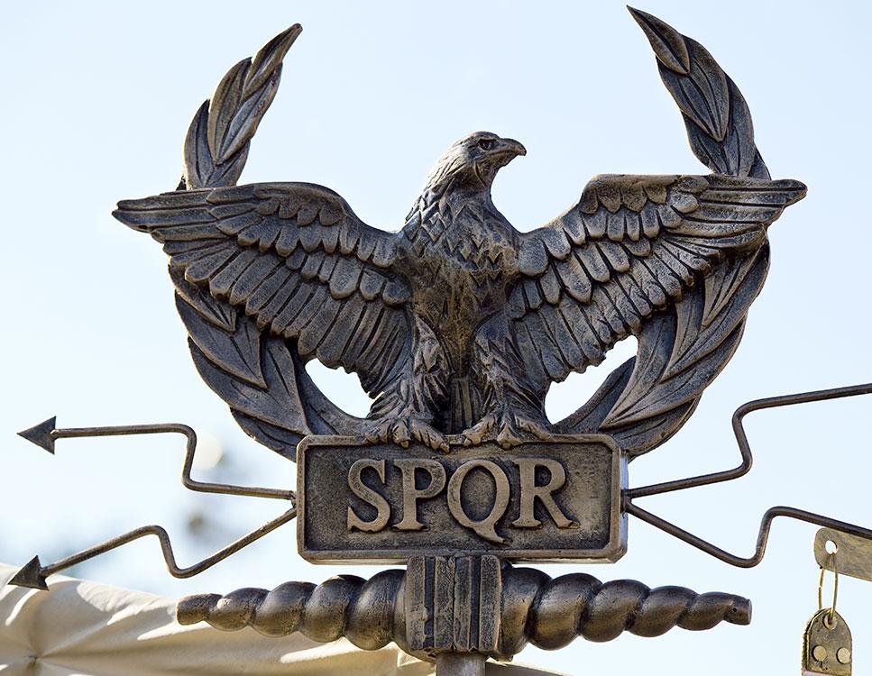 SPQR (Senatus Populusque Romanus o Senado y Pueblo de Roma)